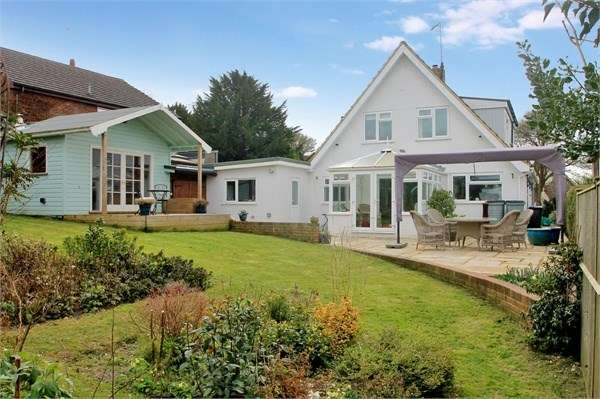 3 Bedrooms Detached House for sale in Church Hill, Shepherdswell
