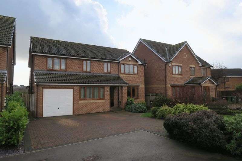 5 Bedrooms Detached House for sale in Upper Green Drive, Tingley, Wakefield
