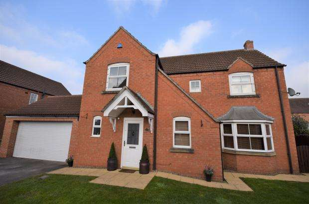 4 Bedrooms Detached House for sale in Hadrians Walk, Crossgates, Scarborough, North Yorkshire YO12 4LG
