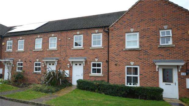 2 Bedrooms Terraced House for sale in Victoria Gardens, Wokingham, Berkshire