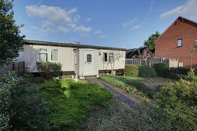 2 Bedrooms Semi Detached Bungalow for sale in Fengate Drove, Weeting, Brandon