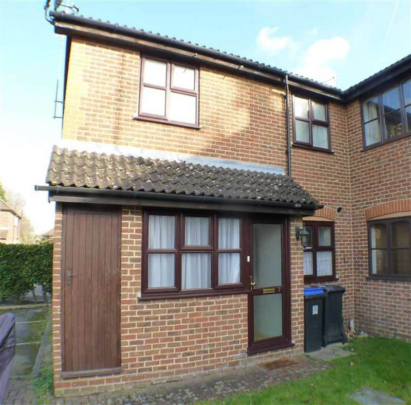 1 Bedroom Property for sale in Chestnut Walk, Byfleet, Surrey
