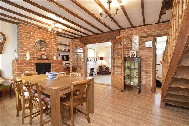 3 Bedrooms Semi Detached House for sale in Station Road, Yate, BRISTOL, BS37 4PW