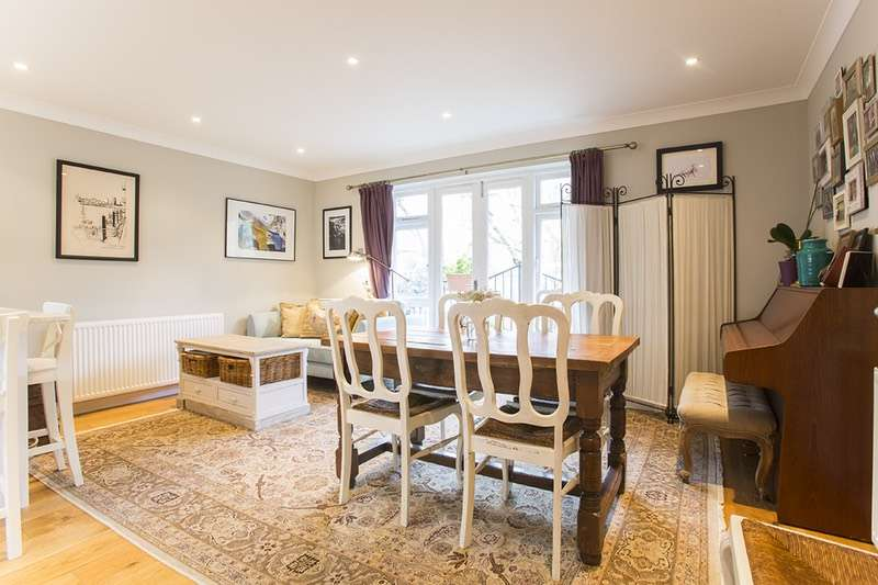 2 Bedrooms Flat for sale in Southwark Park Road, London, London, SE16