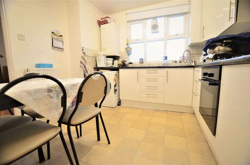 3 Bedrooms Flat for sale in Knightland Road, Clapton E5