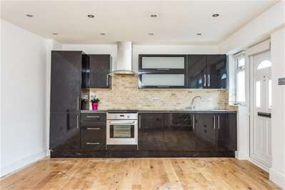 1 Bedroom Terraced House for sale in The Square, Woodford Green