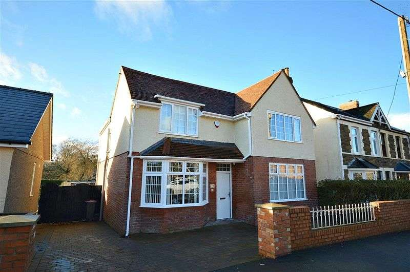 4 Bedrooms Detached House for sale in Woodland Road, Cwmbran