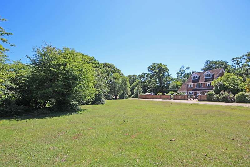 5 Bedrooms Detached House for sale in Hilltop, Beaulieu