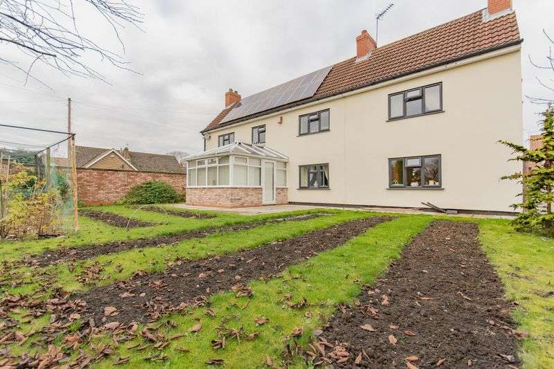 5 Bedrooms Detached House for sale in Low Street, Beckingham, DN10