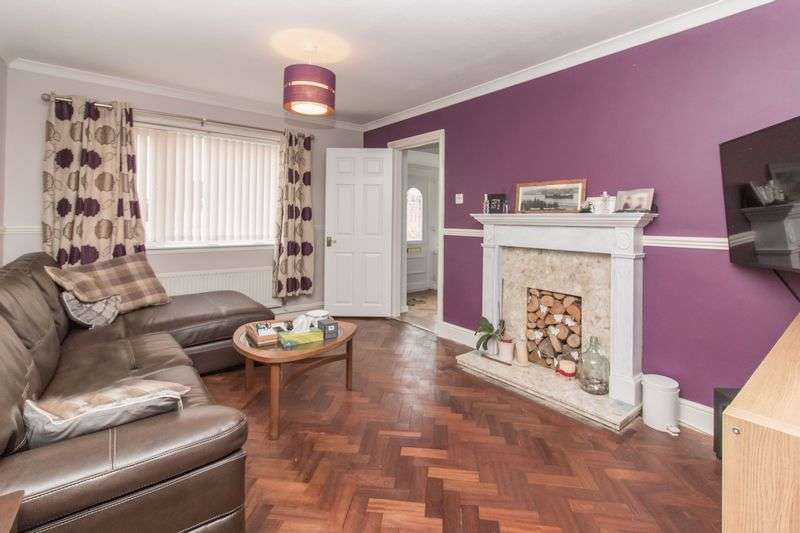 3 Bedrooms Semi Detached House for sale in Finchmoor, Harlow