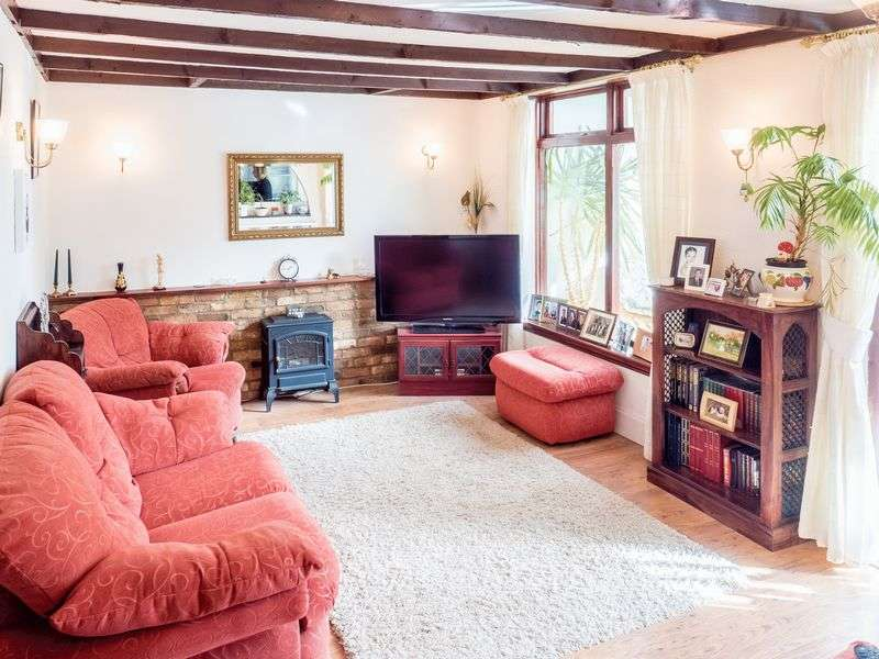 2 Bedrooms Bungalow for sale in Rylands Road, Southchurch Village