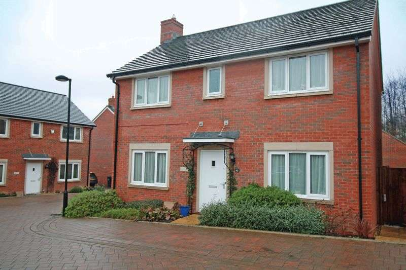 4 Bedrooms Detached House for sale in Diamond Way, Blandford Forum