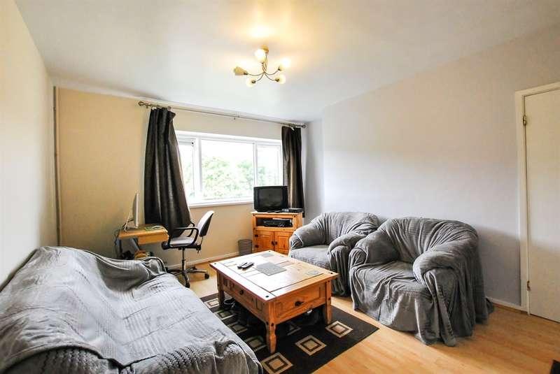 2 Bedrooms Maisonette Flat for sale in Heol Trelai, Cardiff