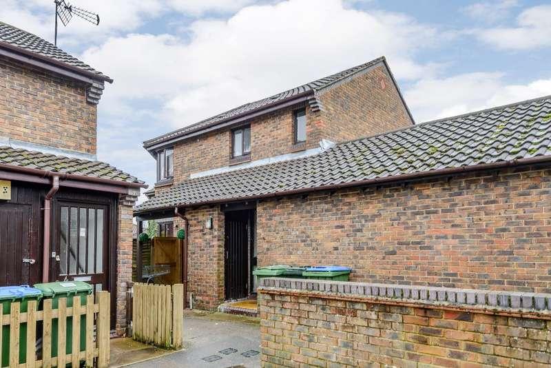 2 Bedrooms Property for sale in Gateway, Weybridge, KT13 8NT