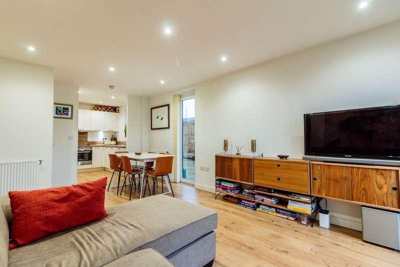 2 Bedrooms Property for sale in Hayling Way, Edgware, HA8 8BN