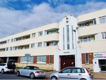 2 Bedrooms Flat for sale in Stoke Abbott Court, Stoke Abbott Road, Worthing, BN11