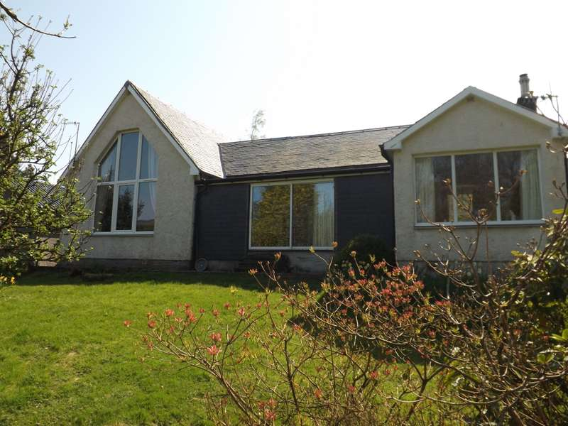 2 Bedrooms Country House Character Property for sale in Chromain Cottage Ardnadam Farm Lane, Sandbank, Dunoon, PA23 8PN