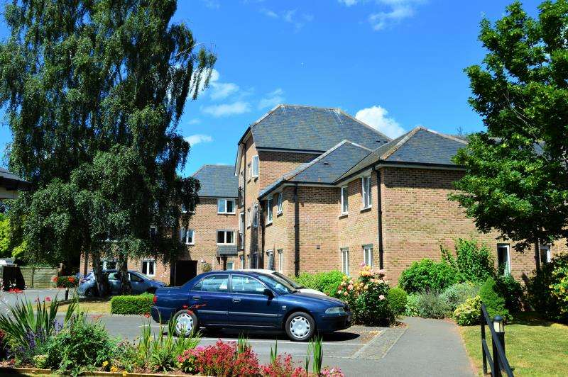 1 Bedroom Flat for sale in Avongrove Court, Taunton, Somerset, TA1 1TL