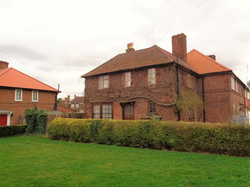 3 Bedrooms Semi Detached House for sale in Orange Hill Road, Edgware, HA8