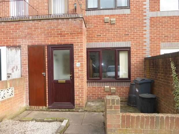 1 Bedroom Flat for sale in Weavers Close, Isleworth, Middlesex