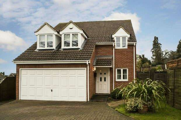 4 Bedrooms Detached House for sale in Macarthur Close, Tilehurst, Reading,