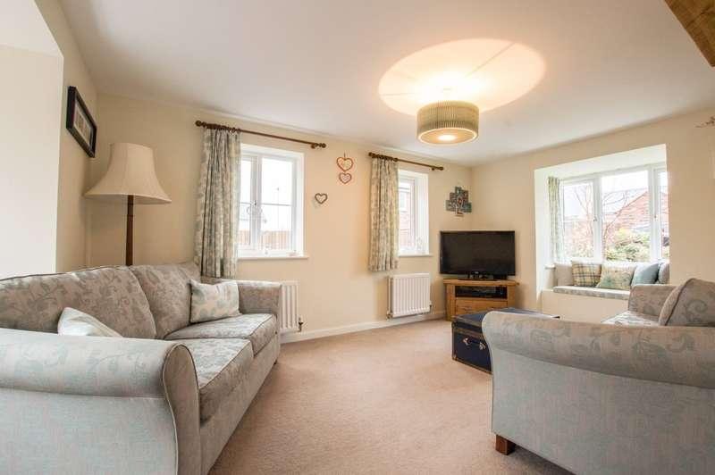 3 Bedrooms Detached House for sale in Washpool Road, Bishops Cleeve, Cheltenham, GL52 8EU