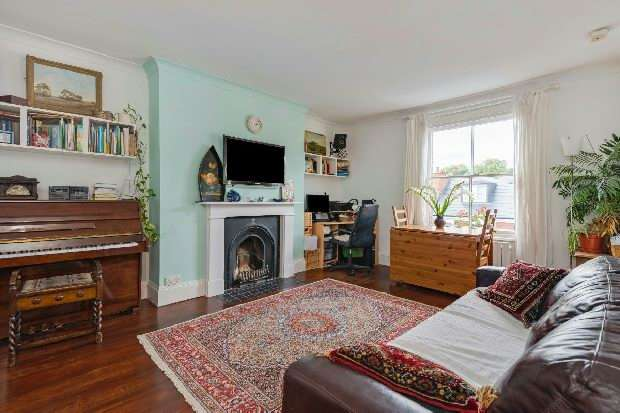 1 Bedroom Flat for sale in Pilgrims Lane, Hampstead Village, NW3