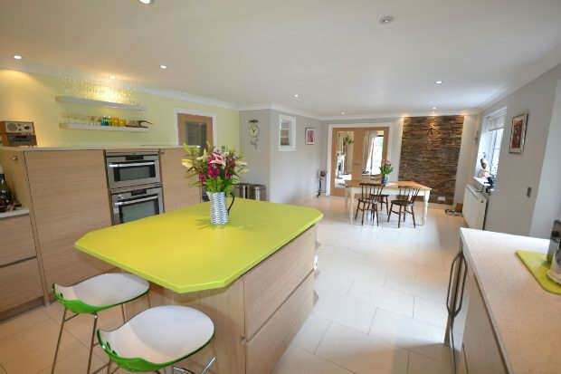 4 Bedrooms Detached Bungalow for sale in Pilley