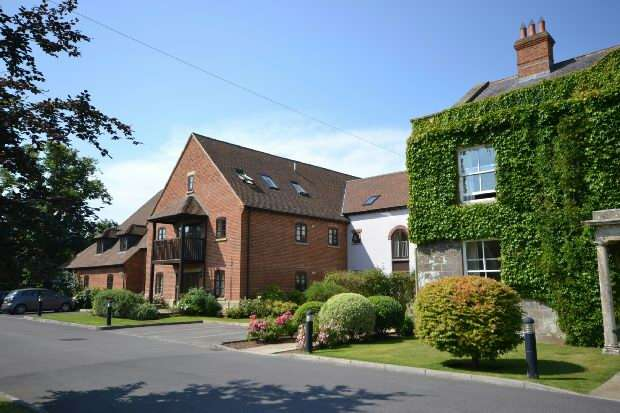 2 Bedrooms Apartment Flat for sale in MOTCOMBE