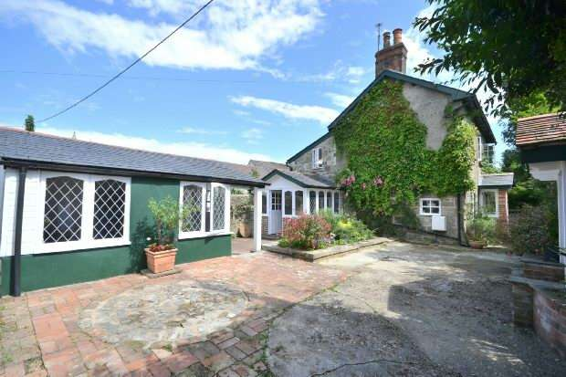 3 Bedrooms Detached House for sale in SHAFTESBURY