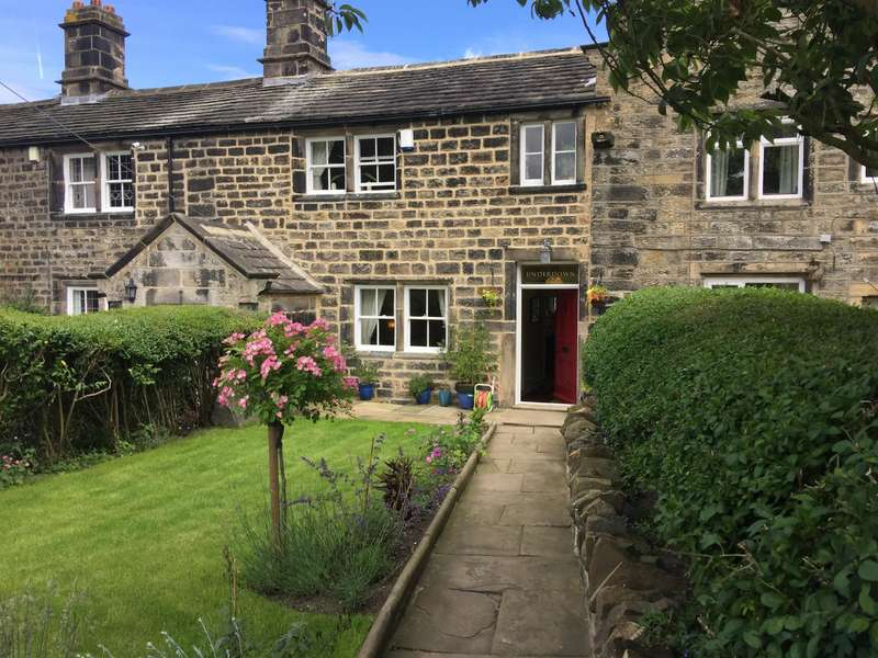 3 Bedrooms Terraced House for sale in Apperley Lane, Rawdon, Leeds, LS19 7EG