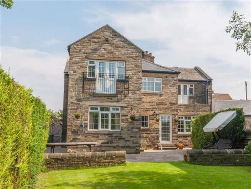 4 Bedrooms Detached House for sale in Owlcotes Road, Pudsey, West Yorkshire, LS28