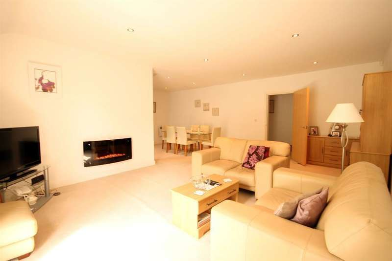 3 Bedrooms Apartment Flat for sale in Fairfield Court, Gale Lane, York, YO24 3EX