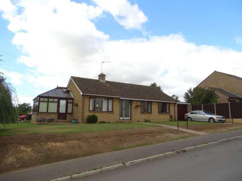 3 Bedrooms Bungalow for sale in Lambrook Road, Ilminster