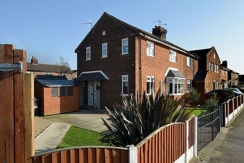 3 Bedrooms Semi Detached House for sale in Chadwick Avenue, Stockton Heath