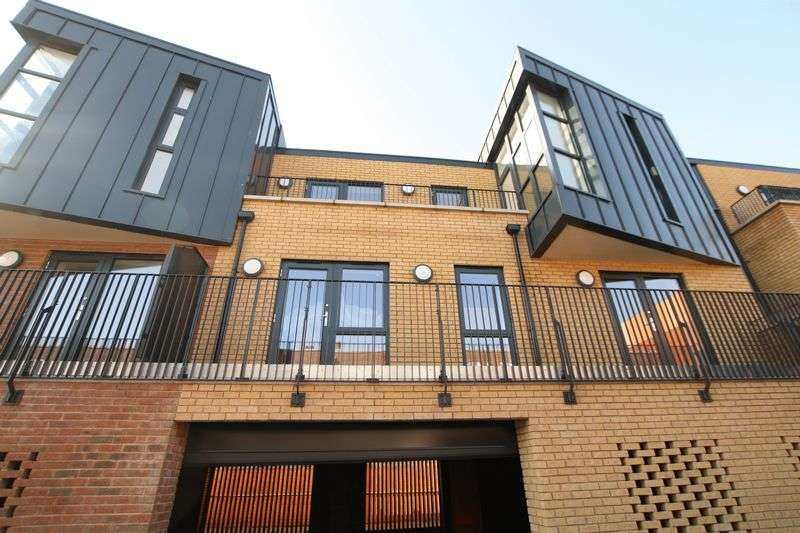 3 Bedrooms Flat for sale in Tudor Apartments,7a Odeon, Parade, Well Hall Road, Eltham SE9