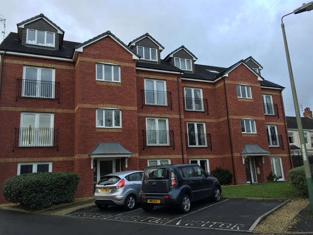2 Bedrooms Apartment Flat for sale in , Hall Street, Blackwood, Caerphilly, NP12