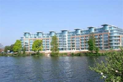 2 Bedrooms Flat for rent in River Crescent, Nottingham, NG2 4RH