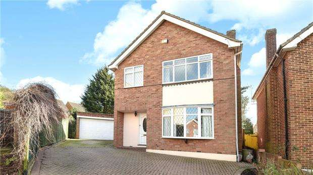 3 Bedrooms Detached House for sale in Maylands Drive, Uxbridge, Middlesex