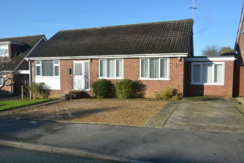 3 Bedrooms Detached Bungalow for sale in Cutlers Place, Wimborne, BH21 2HX