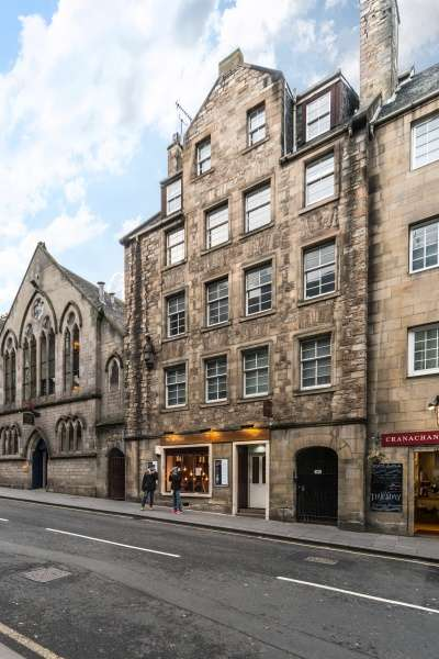 2 Bedrooms Flat for sale in Canongate, Royal Mile, Edinburgh, EH8 8BQ