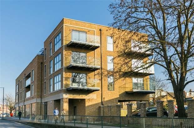 2 Bedrooms Flat for sale in Twickenham House, Heath Road, Twickenham