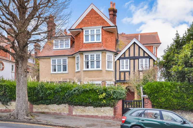 3 Bedrooms Flat for sale in Dittons Road, Eastbourne, BN21