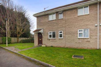 2 Bedrooms Flat for sale in Woodlands, Salisbury Road, Downend, Bristol