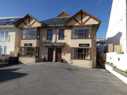 1 Bedroom Flat for sale in 16 Edgcumbe Gardens, Newquay, Cornwall