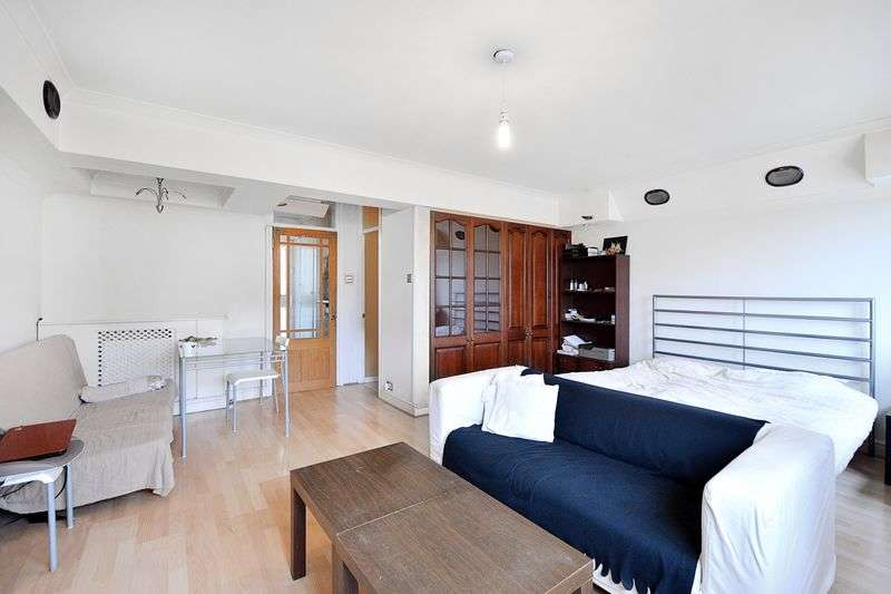 Flat for sale in Samuel Street, Woolwich, SE18