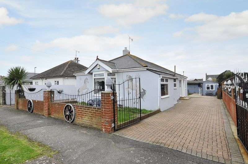 3 Bedrooms Bungalow for sale in Queens Road, Lancing