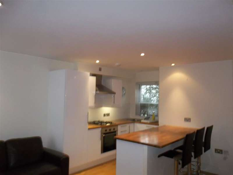2 Bedrooms Terraced House for rent in Brunswick Row, Brighton