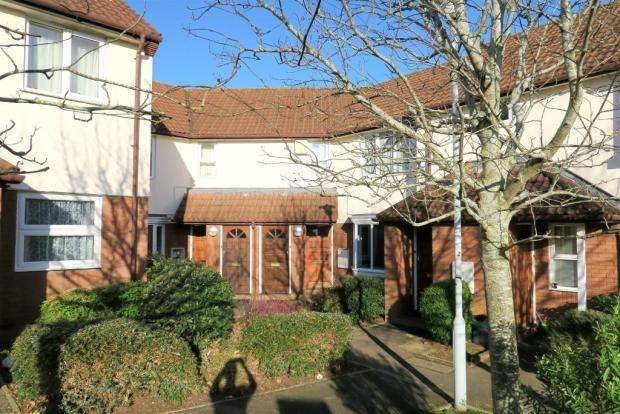2 Bedrooms Ground Flat for sale in Snowberry Court, Taunton TA1