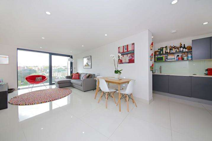 2 Bedrooms Flat for sale in Prince of Wales Road, NW5